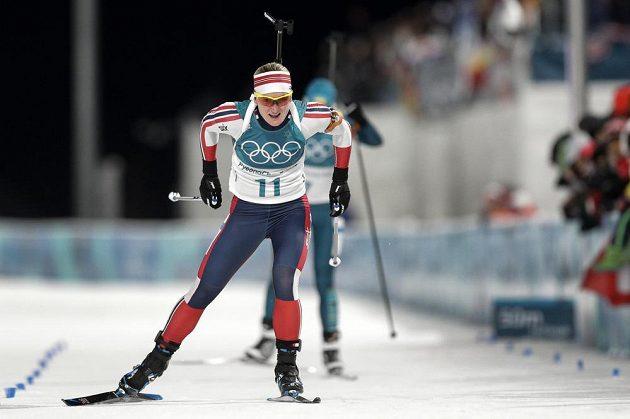 Norská biatlonistka Marte Olsbuová překvapila ve sprintu stříbrným umístěním.