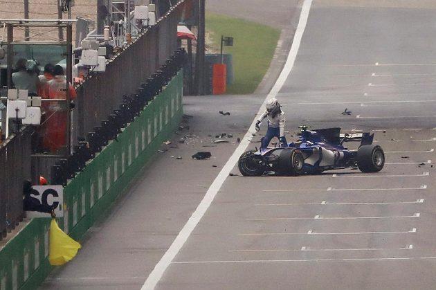 Antonio Giovinazzi havaroval na stejném místě jako v kvalifikaci.