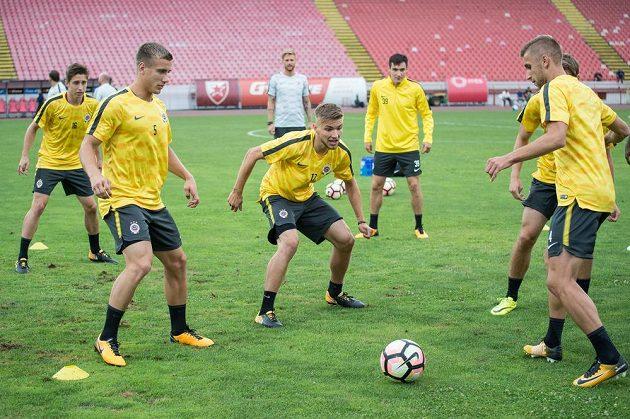 Fotbalisté Sparty (zleva): Michal Sáček, Milan Piško, Martin Frýdek, Vjačeslav Karavajev a Eldar Čivič během tréninku v Bělehradě.