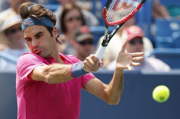 Roger Federer ve finálové bitvě na turnaji v Cincinnati.