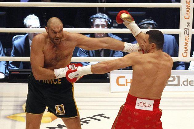 Tyson Fury a Vladimir Kličko v 1. kole zápasu.