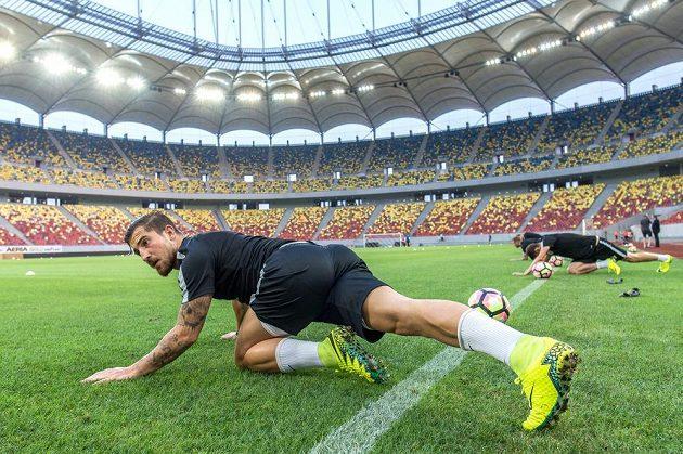 Záložník Sparty Lukáš Vácha na stadiónu v Bukurešti před odvetou 3. předkola Ligy mistrů se Steauou.