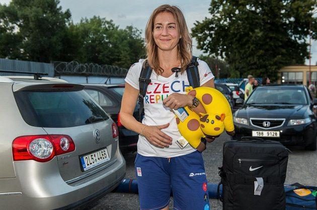 Denisa Rosolová při odletu do Ria.