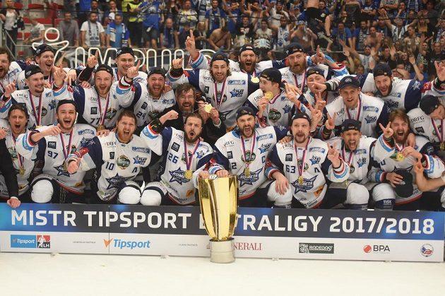 Hokejisté Brna se radují z obhajoby mistrovského titulu.
