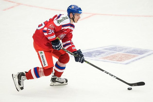 Jakub Krejčík během utkání turnaje Carlson Hockey Games proti Švédsku.