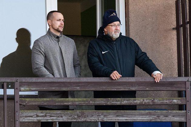 Jan Starka (vlevo) a Jaroslav Starka sledují utkání 25. kola Fortuna ligy s Baníkem Ostrava.