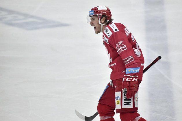 Autor rozhodujícího gólu v druhém prodloužení Ondřej Kovařčík z Třince.