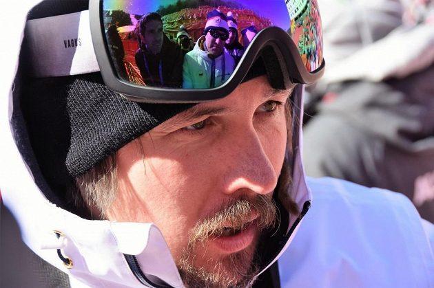 Trenér Ondřej Bank po dojezdu Ester Ledecké v 1. kole obřího slalomu žen.