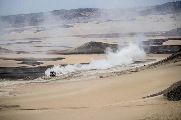 Martin Šoltys v písečné pustině u Piska.