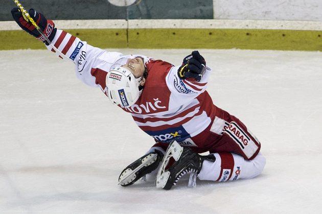 Jaroslav Markovič ze Slavie se raduje z gólu.