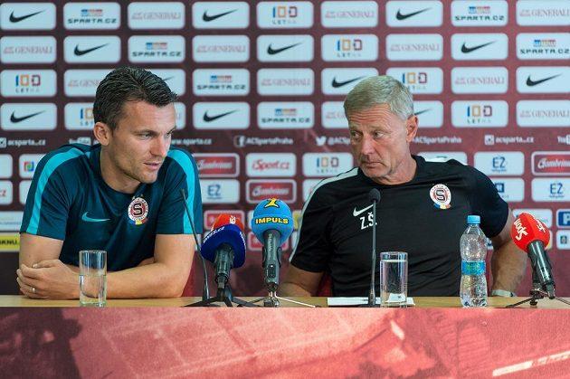 Sparťanský trenér Zdeněk Ščasný (vpravo) a útočník David Lafata během čtvrteční tiskové konference.