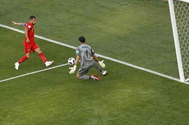 Belgičan Eden Hazard (vlevo) a panamský gólman Jaime Penedo v utkání MS.