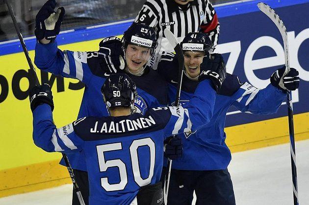 Hokejisté Finska postoupili mezi nejlepší čtyři týmy MS v Německu a Francii. O medaile si obhájci stříbra zahrají po čtvrtfinálové výhře nad USA 2:0.