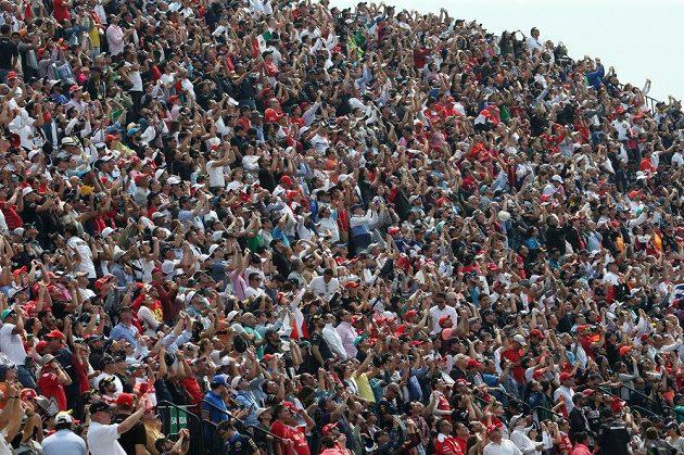 Velká cena Mexika formule 1 přilákala hodně fanoušků.