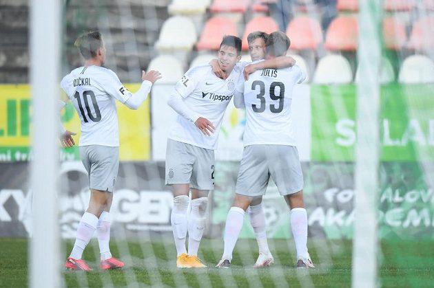 Fotbalisté Sparty se radují z úvodního gólu v utkání v Příbrami.