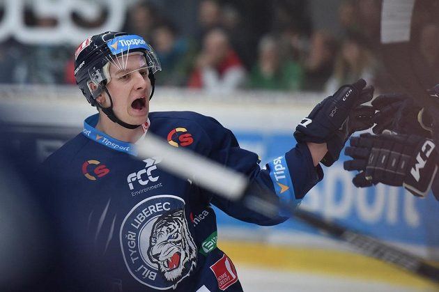 Liberecký útočník Michal Bulíř se raduje z gólu v Mladé Boleslavi.