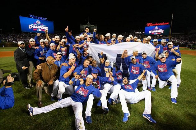 Oslava Chicago Cubs po výhře nad Los Angeles Dodgers.