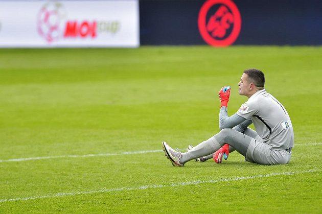 Zdrcený brankář Filip Nguyen z Liberce po prohraném zápase v Plzni.