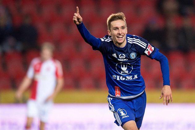 Olomoucký záložník David Houska oslavuje svůj první gól proti Slavii.