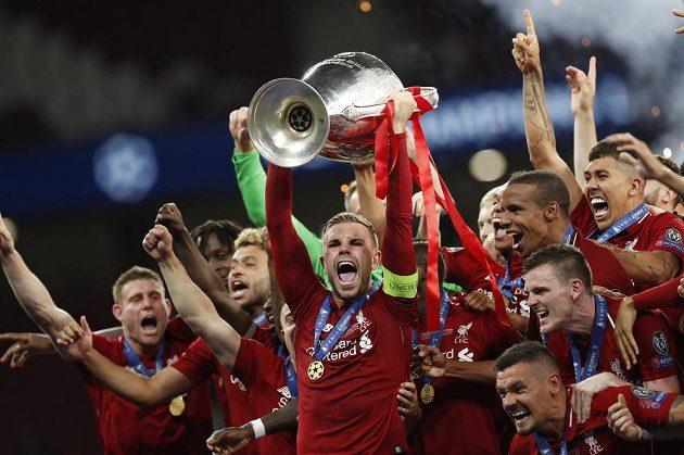 Liverpoolská euforie po triumfu ve finále fotbalové Ligy mistrů.