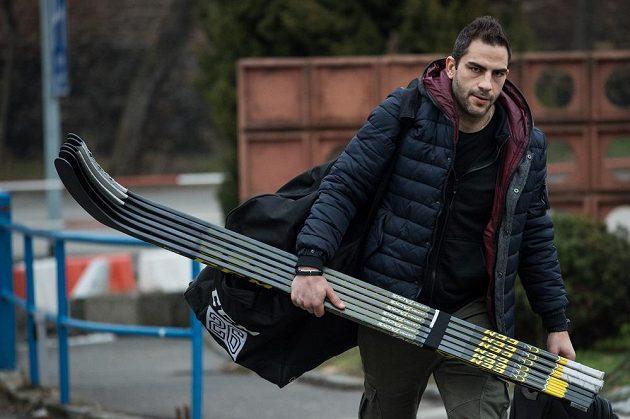 Liberecký útočník Petr Jelínek přichází na sraz hokejové reprezentace.
