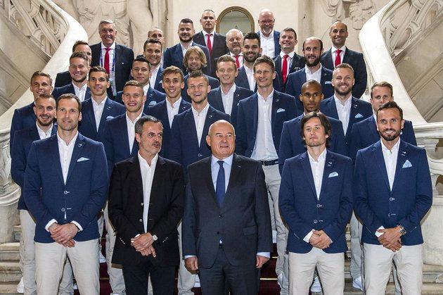 Česká fotbalová reprezentace při focení v Tours.