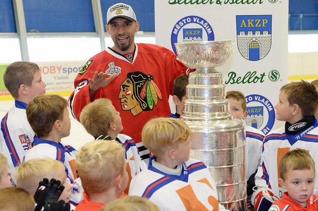 O rady obránce Michala Rozsívala i o slavný Stanley Cup byl mezi vlašimskou omladinou zájem.