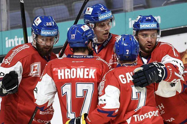 Čeští hokejisté se radují z branky