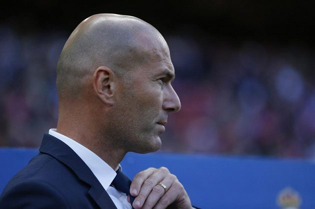 Kouč Realu Madrid Zinedine Zidane při duelu s Atlétikem.