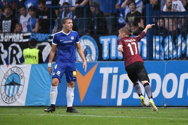 Sparťan Martin Frýdek se raduje z gólu v Liberci.