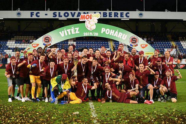 Radost fotbalistů Sparty po vyhraném finále MOL Cupu na hřišti Slovanu Liberec.