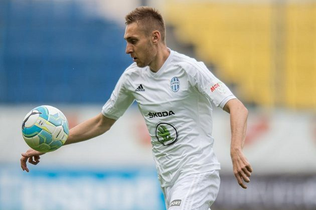 Jan Kalabiška z Mladé Boleslavi ve finále MOL Cupu s Jabloncem.