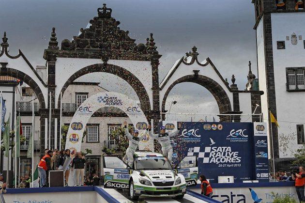 Jan Kopecký se Škodou Fabia S2000 jako vítěz Rallye Azory 2013 v Ponta Delgada.