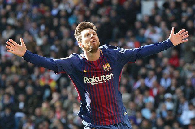 Lionel Messi z Barcelony slaví gól do sítě Realu Madrid.