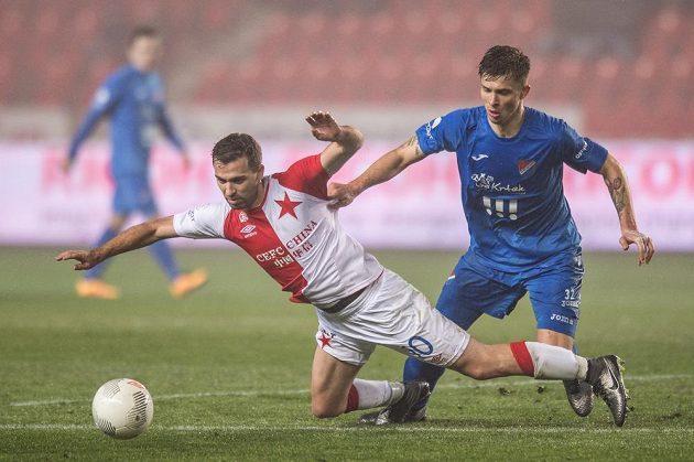 Slávistický záložník Josef Hušbauer (vlevo) v souboji s Arťomem Mešaninovem z Baníku Ostrava.