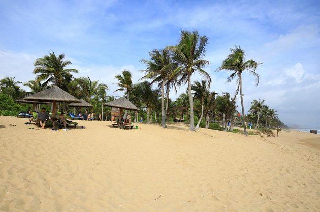 Pláž na jihu ostrova Chaj-nan.