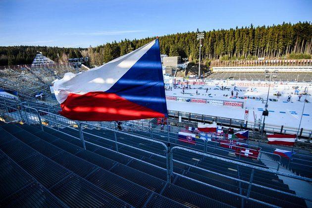 Prázdné tribuny krátce před sprintem žen v Novém Městě na Moravě.