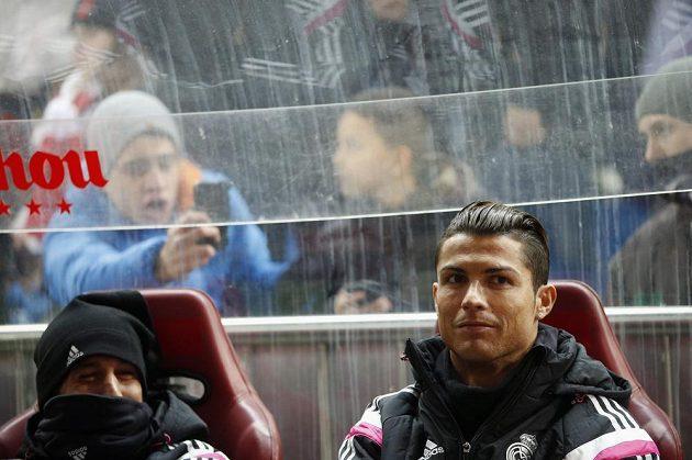 Cristiano Ronaldo zahájil derby proti Atlétiku Madrid jen na střídačce.
