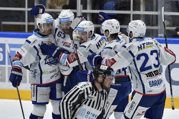 Hráči Brna se radují z branky. Zleva Tomáš Plekanec, autor gólu Ondřej Němec, Petr Holík, Lukáš Kucsera a Ivan Baranka.