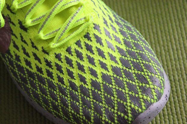 Boty Nike LunarEpic Flyknit Shield: Detail jednodílného svršku.