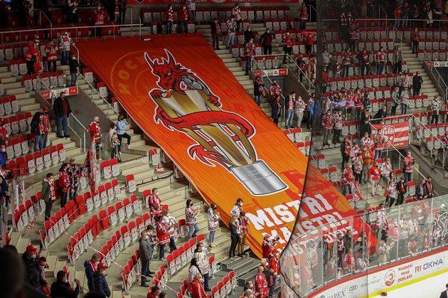 Transparent v hledišti na podporu domácího týmu.