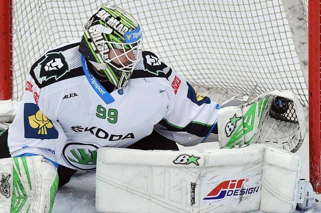 Mladoboleslavský brankář Martin Růžička zasahuje v zápase proti Litvínovu.
