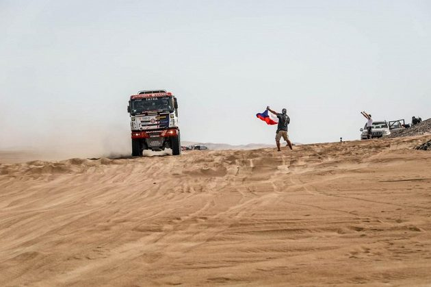 Martin Šoltys s kamiónem Tatra na trati Rallye Dakar v Peru.