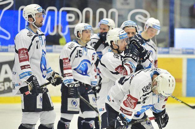 Zklamaní hráči Plzně po druhím prohraném semifinále s Třincem na domácím ledě.