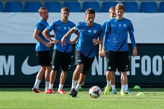 Sergej Rybalka (uprostřed) na tréninku fotbalistů Liberce.