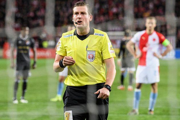 Rozhodčí Tomáš Klíma během utkání Slavia Praha - Baník Ostrava.