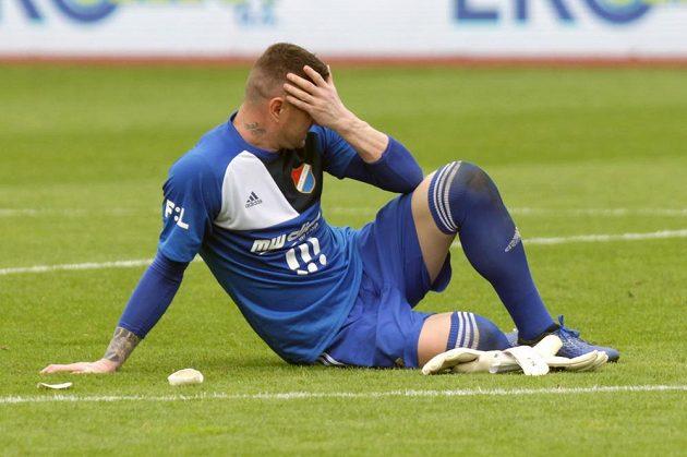 Zklamaný brankář Ostravy Jan Laštůvka po skončení zápasu o postup do Evropské ligy.