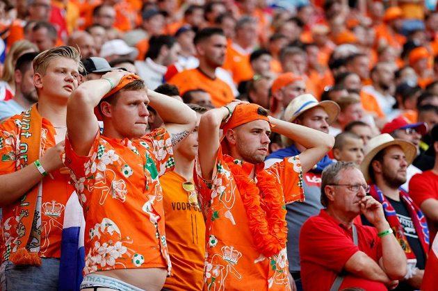 Zklamání v tvářích nizozemských fanoušků.