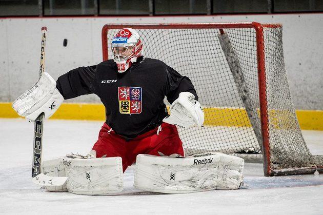 Brankář Dominik Furch během tréninku české hokejové reprezentace před turnajem Channel One Cup.