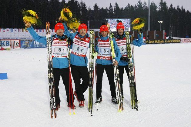 Čeští biatlonisté zleva Michal Šlesingr, Ondřej Moravec, Michal Krčmář a Jaroslav Soukup obsadili ve štafetovém závodě šesté místo.